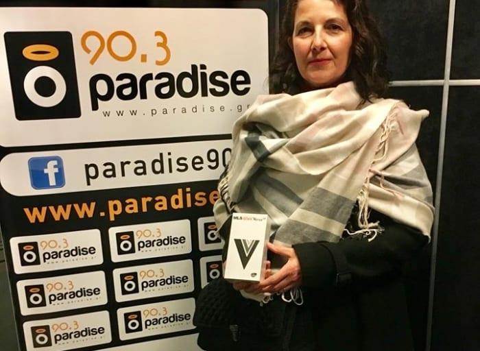 Η Αλεξάνδρα με το δώρο της το smartphone MLS Verse 4G στο στούντιο του…